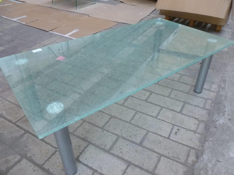 Tafel Van Gebroken Glas.Glazen Salontafel Van Gebroken Glas Met Metalen Poten