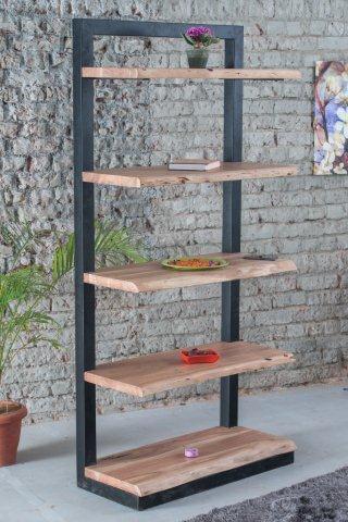 industrile acaciahouten boekenkast voorzien van massieve boomstamplanken